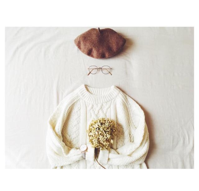 秋冬ファッション白ニット